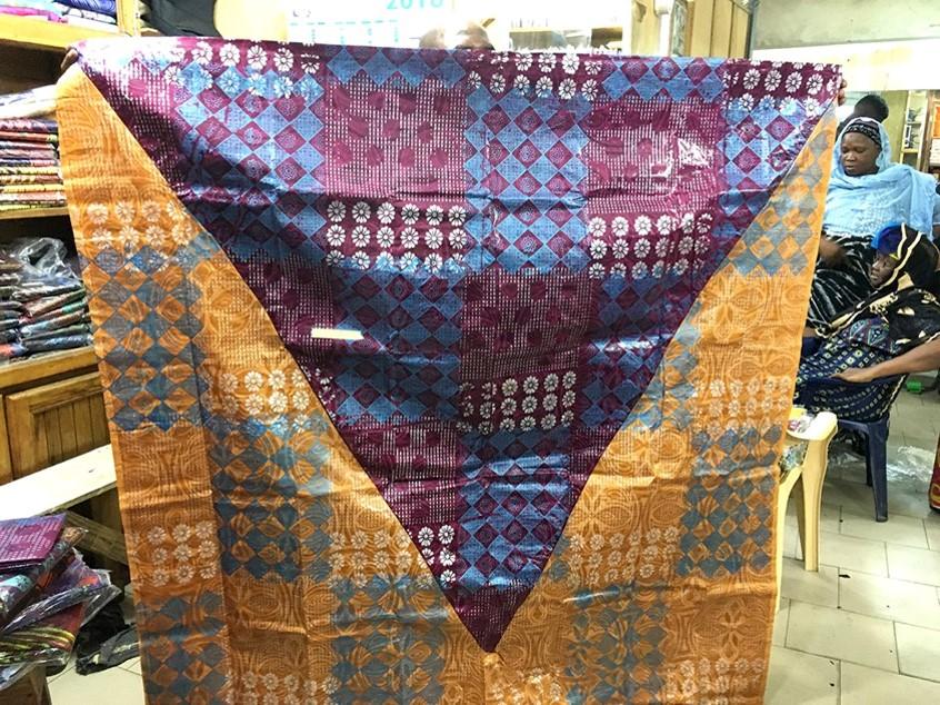 Unfolding VIP cloth, Dakar